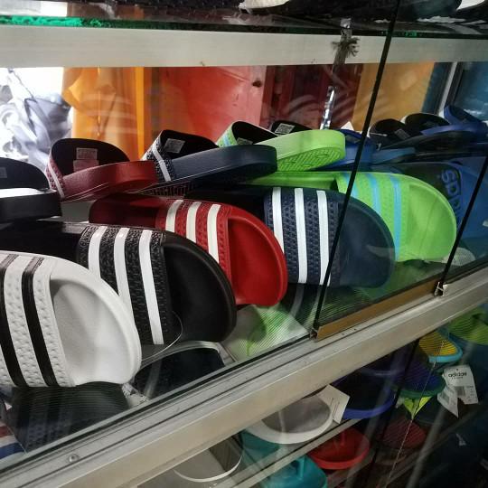 Foto Produk sandal adidas adilette original made in italy dari BIRUL MALAYASTORE