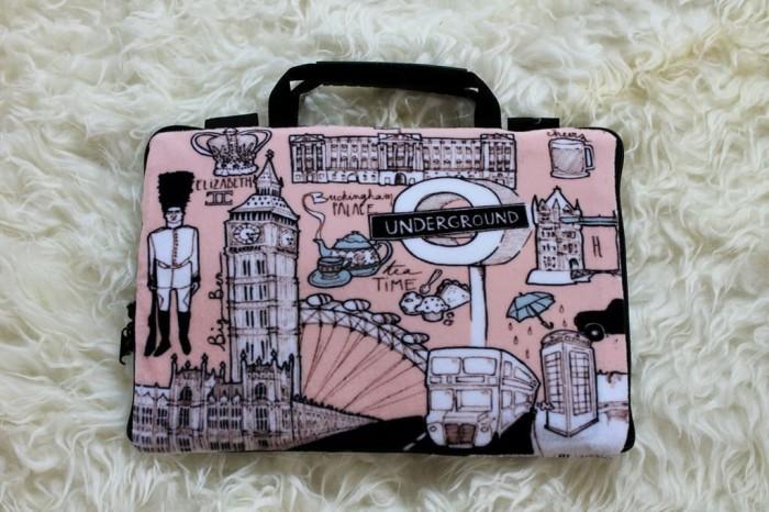 Foto Produk London Vintage 13 -14 Inch Underground Softcase Tas Laptop Notebook - Merah Muda dari FaryuzFamouz-Softcase
