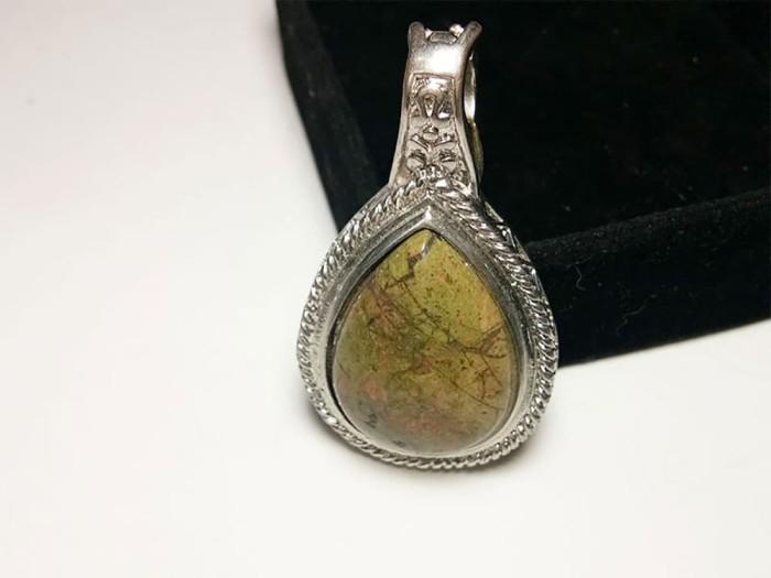 harga Vee liontin batu jasper segitiga oval hijau motif - terapi kesehatan Tokopedia.com