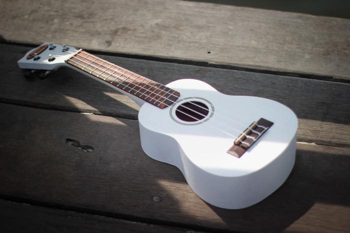 harga Gitar ukulele soprano makoa putih free tas , senar , pick , sertifikat Tokopedia.com