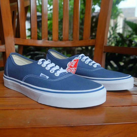 Sepatu pria   wanita vans authentic classic navy original bnib! harga ... 929d1d4e71