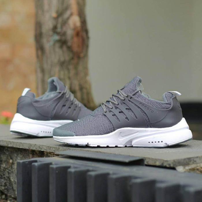 reputable site ab6e9 8636d Sepatu Nike Air Presto Abu   Couple Cewek Cowok Pria Wanita Running