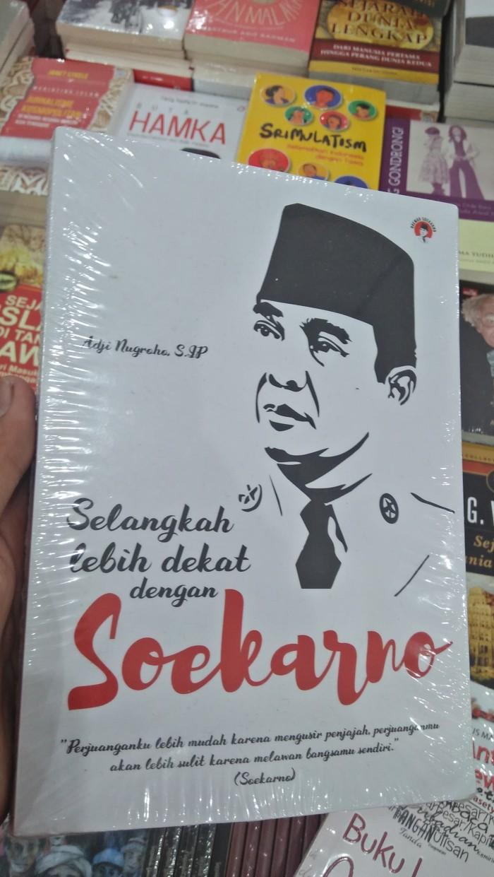 Jual Selangkah Lebih Dekat Dengan Soekarno Oleh Adji Nugroho S Ip Kota Bandung Gumexstorebuku