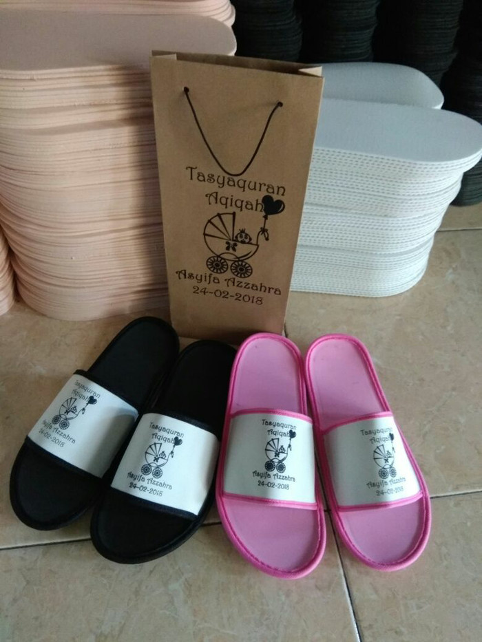 b116b06e7783bc Jual souvenir sandal sovenir gift sandal kemas paperbag sandal hotel ...