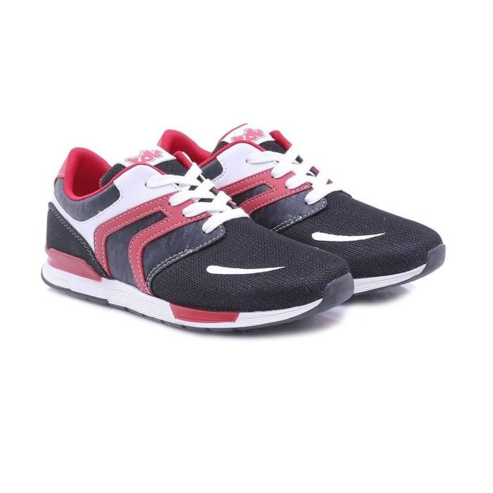 Info Sepatu Olahraga Warna Hitam Travelbon.com