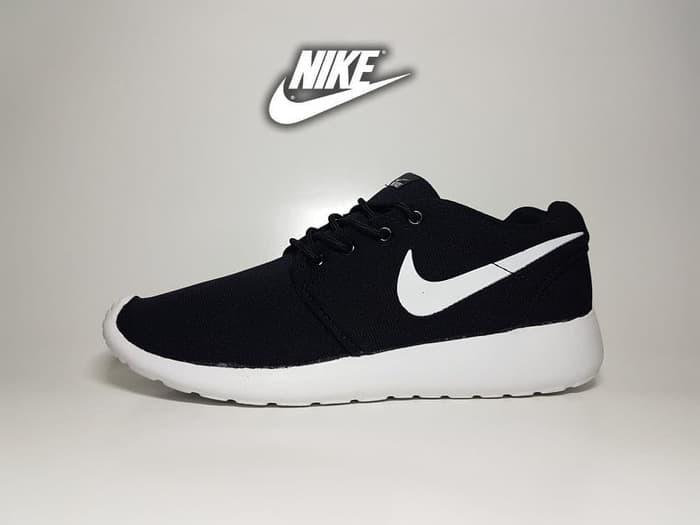 8d54abdc8c9 Jual Sepatu Running Nike Roshe Run Black White   Hitam List Sol ...