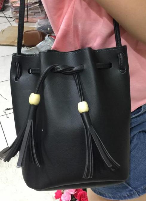 Ghilly Tas Selempang Tas Serut Rumbai Sling Bag. Source · Tas selempang wanita serut rumbai
