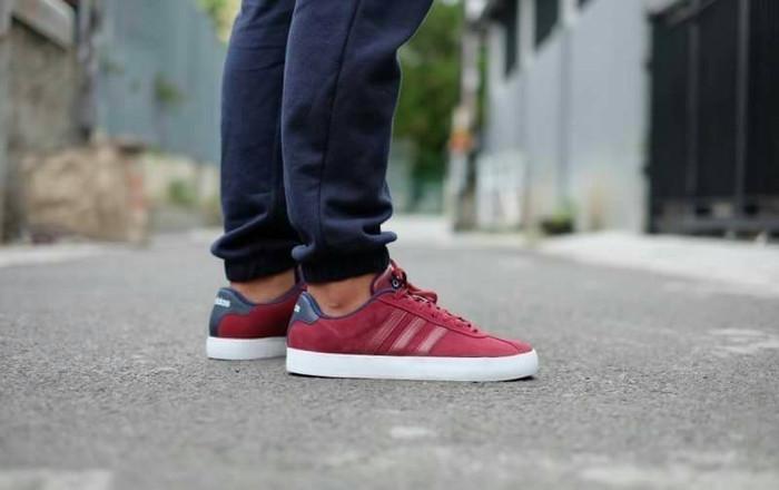 Jual Sepatu Adidas Neo VL Court Suede Maroon Original - Gayoshoop ... 356a218314