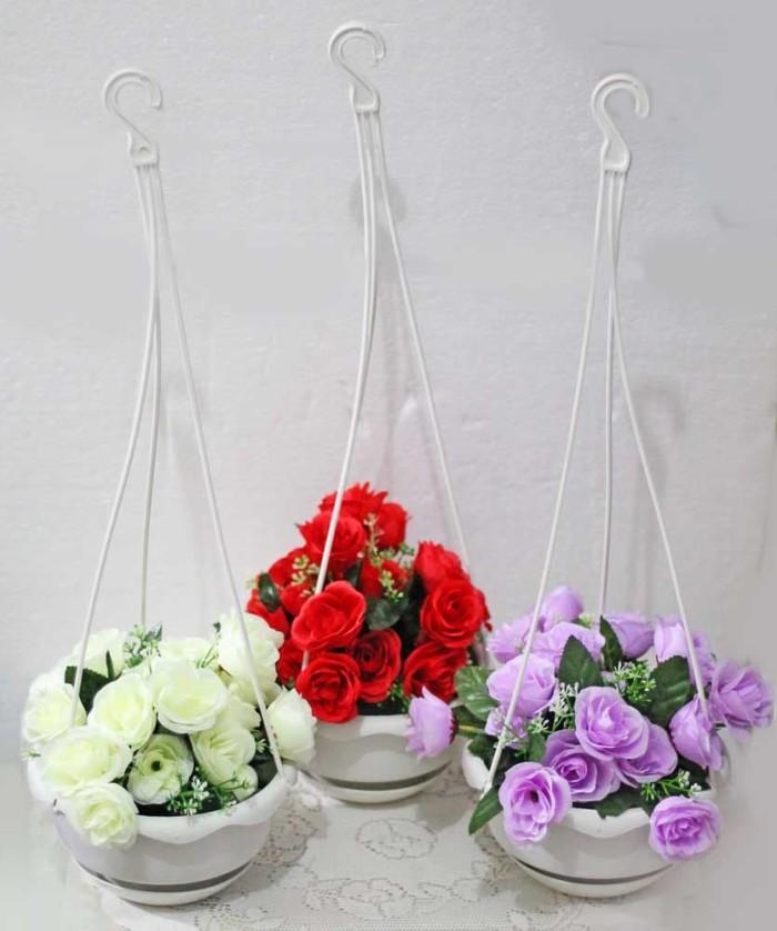 harga 1 set isi 3 bunga plastik hias artifisial mawar + pot gantung shabby 4 Tokopedia.com