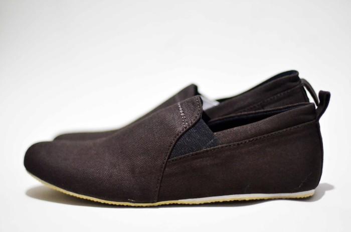 harga Sepatu casual pria formal slop santai black master Tokopedia.com
