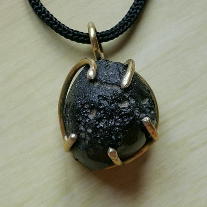 Jual Liontin Batu Meteorit Tibetan Tektite - Kab  Jombang - Anneta |  Tokopedia
