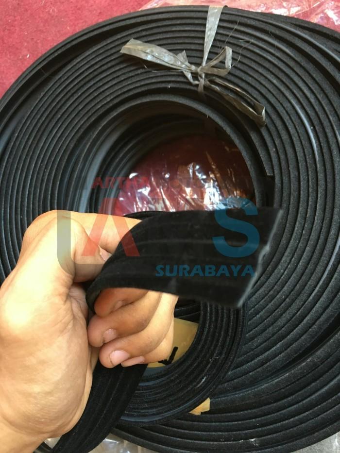 Foto Produk Karet Rel Kaca Mobil Beludru / Window Chanel Run Glass WR018 dari ARTHA MOTOR SURABAYA
