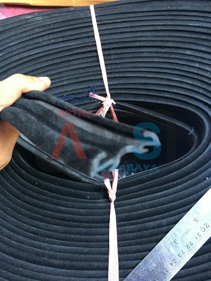 Foto Produk Karet Rel Kaca Mobil Beludru / Window Chanel Run Glass WR024 dari ARTHA MOTOR SURABAYA