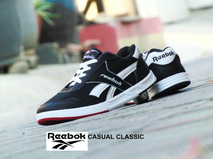 harga Sepatu reebok casual classic hitam putih kets santai pria wanita Tokopedia.com