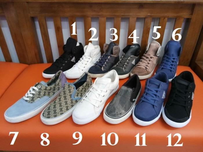 Jual sepatu guess asli second Harga MURAH   Beli Dari Toko Online ... fb7dc11493
