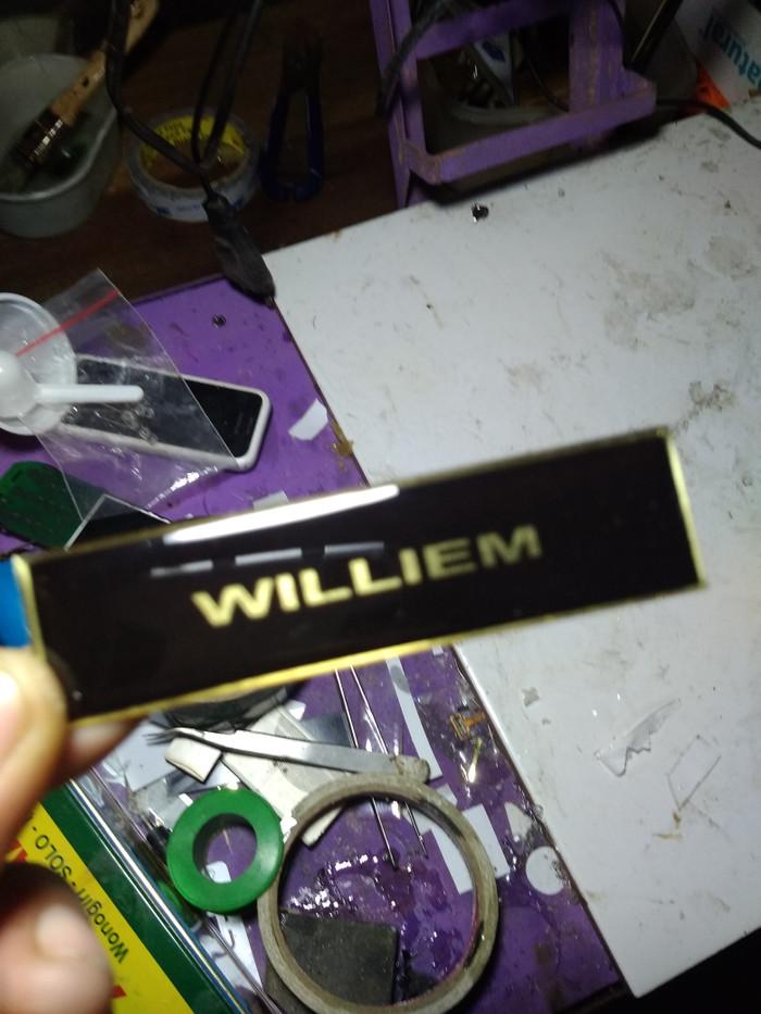 jual name tag bahan kuningan tebal 0 6 mm begron hitam tulisan