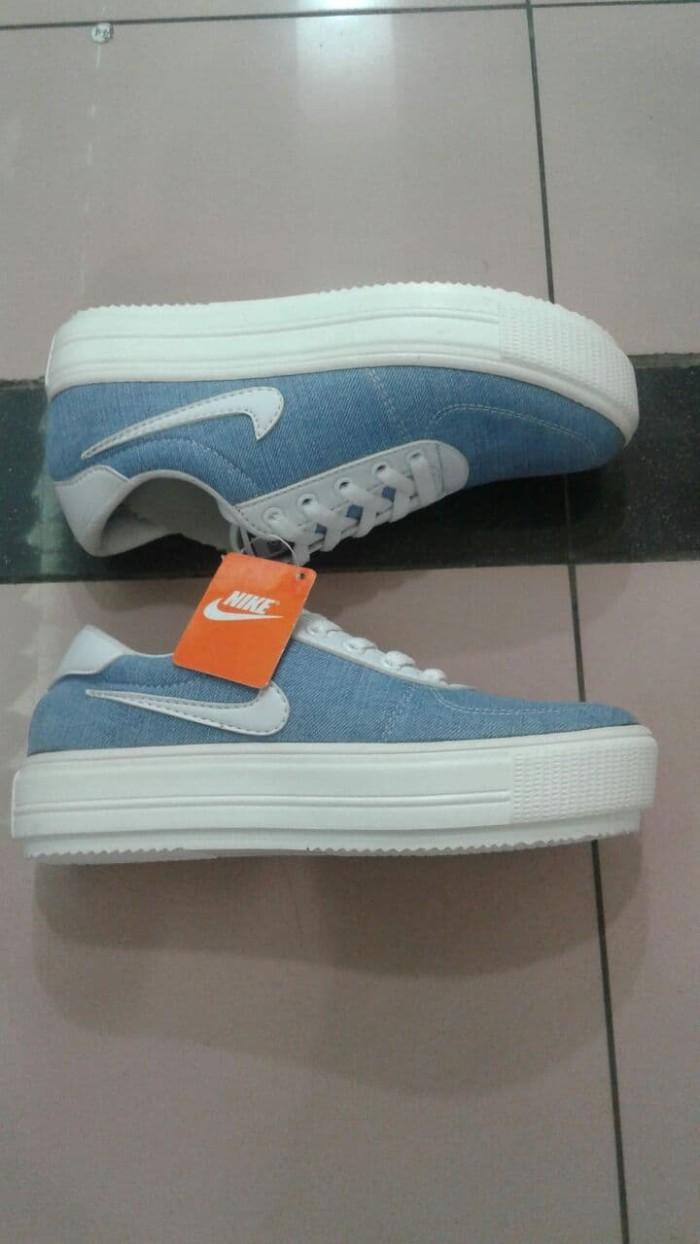 Jual Sepatu Cats Cassual Wanita Nike Premium Solt Karet Lentur ... c4f01211f2