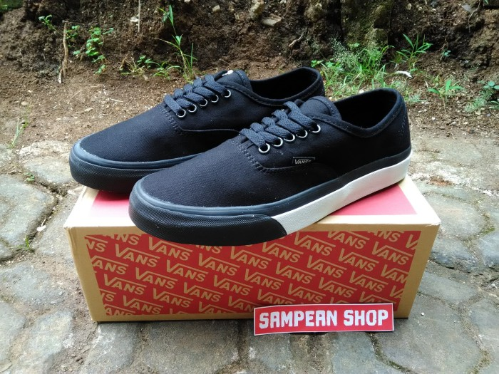 e078b7d7f3 Jual Sepatu Vans Authentic Mono Bumper Black True White Original ...