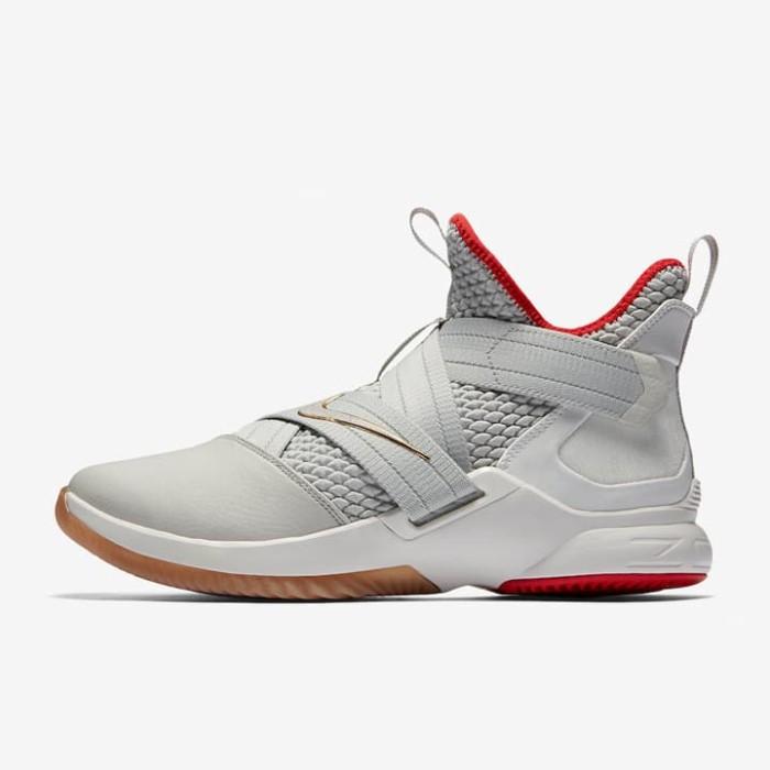 ... harga Sepatu basket nike lebron soldier 12 yeezy original ao2609-002  Tokopedia.com. Rp. 1499000 19b0c01ec7