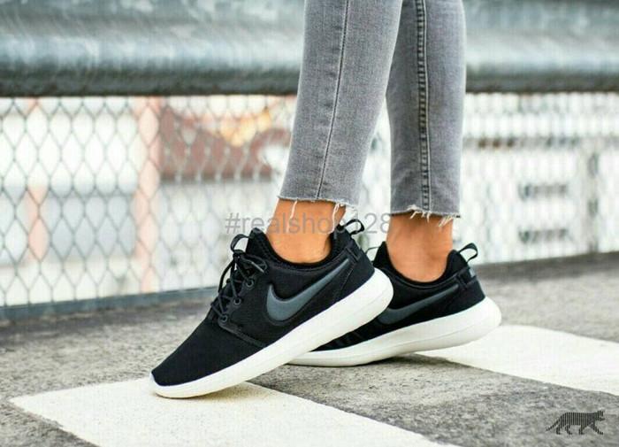 hot sale online 69e88 719b1 Jual TERBARU Sepatu Nike Roshe Two Roshe Run 2 Black White Premium Quality  - DKI Jakarta - Realshop128 | Tokopedia