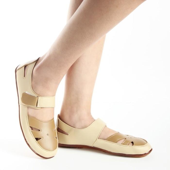 Yutaka Sepatu Wanita B3 Merah + Gratis Sepatu Sp30 Cream