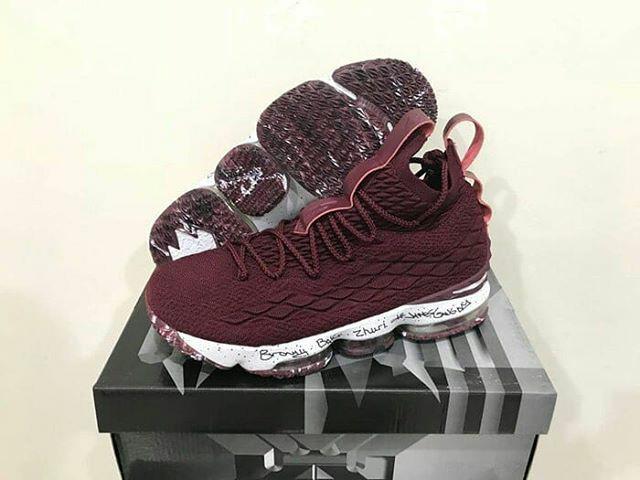 huge discount 5ea12 92d0d Jual Sepatu Basket Nike Lebron 15 Maroon - Kota Batam - grovy.sport |  Tokopedia