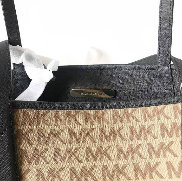 2a2441743139 Jual Tas Michael Kors Original / MK Candy Reversible Tote Brown ...