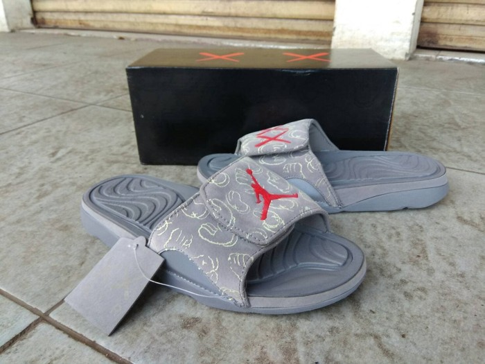 0675932522d0 Nike Jordan Kaws Sandal Grey Glow In The Dark - Air jordan sandal - Abu-abu  Muda