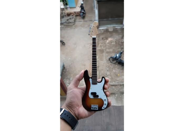harga Miniatur bass fender american professional precision sunburst model Tokopedia.com