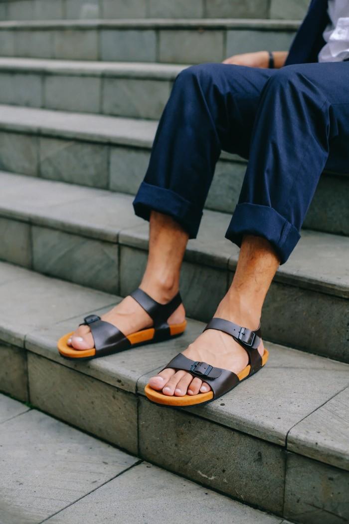 harga Sepatu sandal casual pria navara alfred brown Tokopedia.com