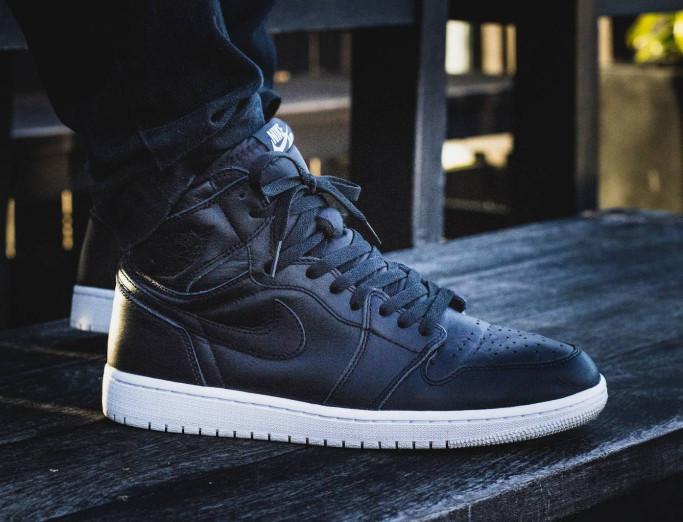 Sneakers pria nike air jordan 1 retro cyber monday for man premium