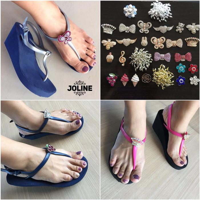 Jual Promo sandal popits kw + pin popits kw - TAKSU STORE  55df1de94e
