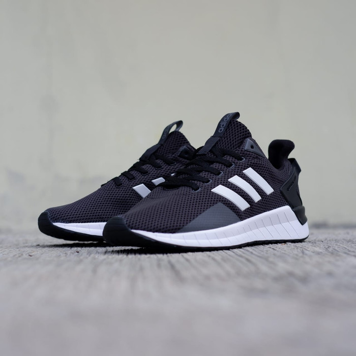 Sepatu Adidas Questar Ride Black White Original Made In Indonesia e5b2f63741