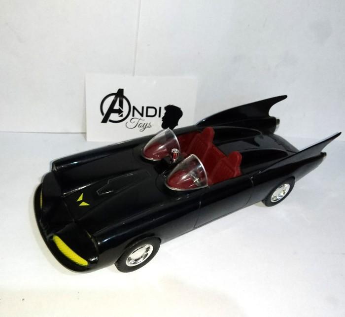 Batman 1960/'s DC Comics Catmobile 1:43rd Scale Corgi Diecast NEW!