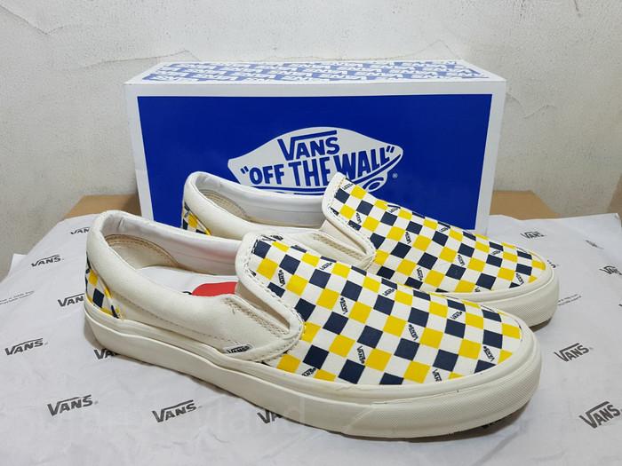 bc82d9a19bcb Jual Vans Vault OG Classic Slip-On LX (Checkerboard Navy Yellow ...