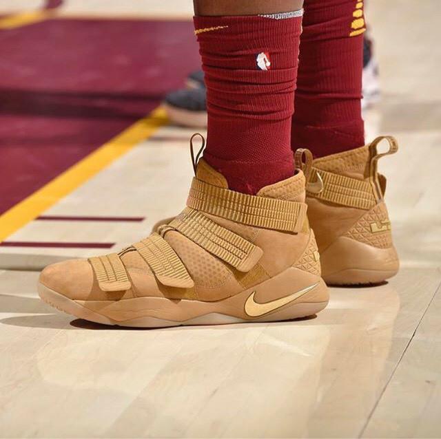 ... harga Nike zoom lebron soldier xi wheat sepatu sneakers jalan pria  premium Tokopedia.com e1a7880d6f