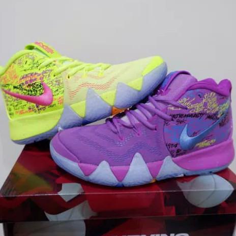wholesale dealer 52015 faf31 Jual Nike Kyrie Irving 4 High Confetti - Kota Semarang - Fayra Shoes    Tokopedia