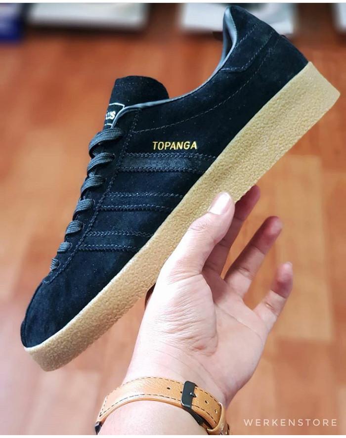 detailed look 75db5 129d1 Adidas Topanga Black Gum BNIB SIZE 40-44