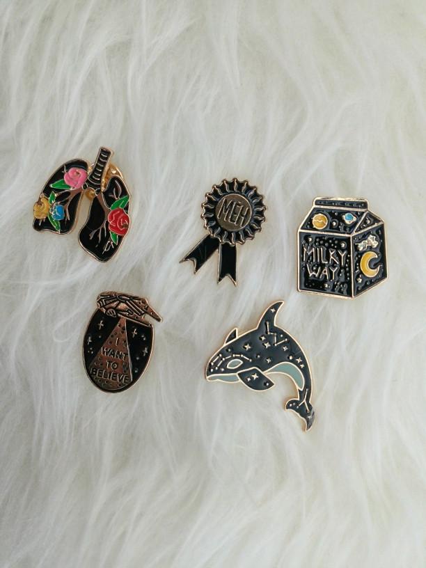 Pin Enamel Bros Tusuk Hijab Gothic Kucing Mata Korea Lucu Unik Jaket - Paru  paru bunga 4146fd5639