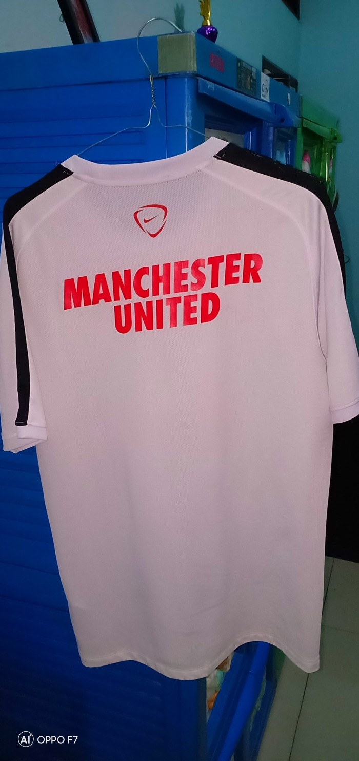 Jual Jersey Training MU Manchester United 2014 2015 14 15 Retro Putih M Kab Subang Jersey Bola GRM28