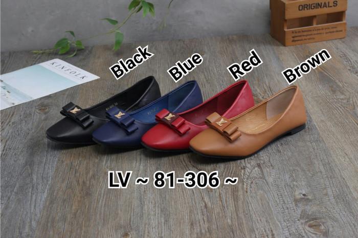 Harga Terbaru Sepatu Wanita  Woman Flat Shoes - LOUIS VUITTON  81 ... da794fc8f7