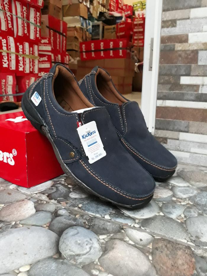 Jual sepatu Slip On pria casual kulit asli kickers alphard biru ... 2d54e94eea