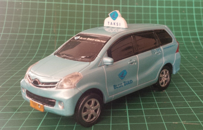 harga Miniatur mobil daihatsu xenia cuatom taksi blurbird Tokopedia.com