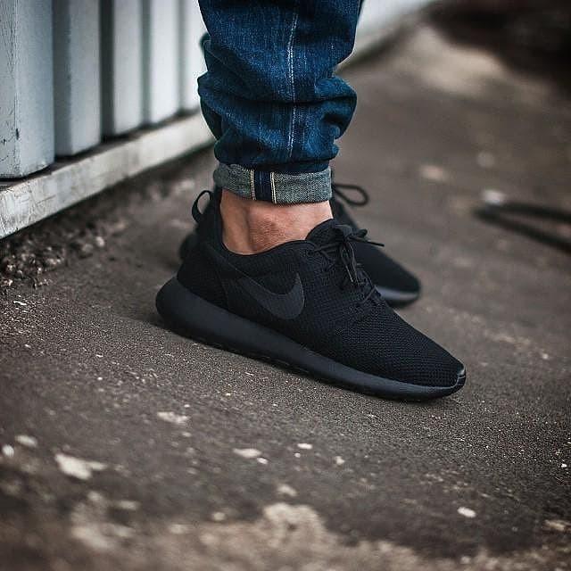 promo code 6d5de 34890 Jual Sepatu Nike Roshe One Full Black Original Made In Indonesia BNWB -  Kota Tangerang - Sneaker Gear | Tokopedia