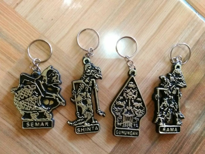Foto Produk souvenir pernikahan gantungan kunci wayang murah unik dari reyhan souvenir