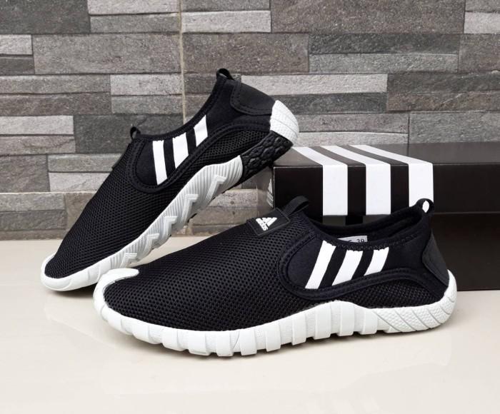 harga Sepatu olahraga santai pria adidas slip on rubber men hitam / navy Tokopedia.com