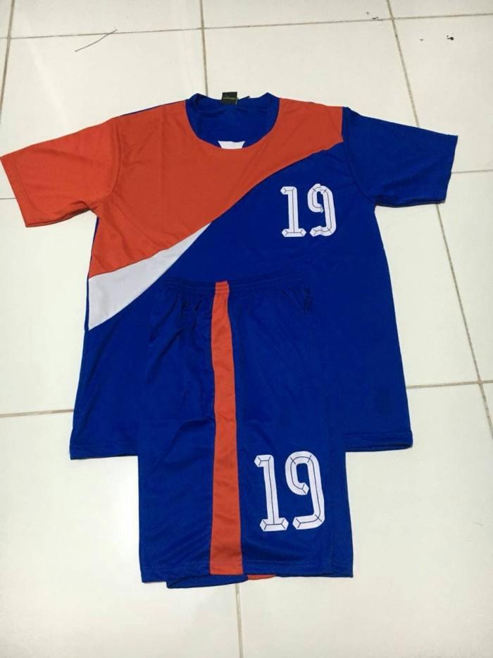 96 Model Baju Bola Kaki Terbaik