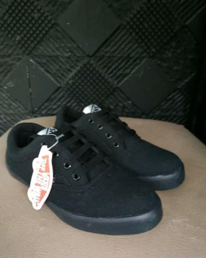 Jual sepatu Vans hitam polos anak perempuan anak laki sepatu sekolah ... 3a45c957c6