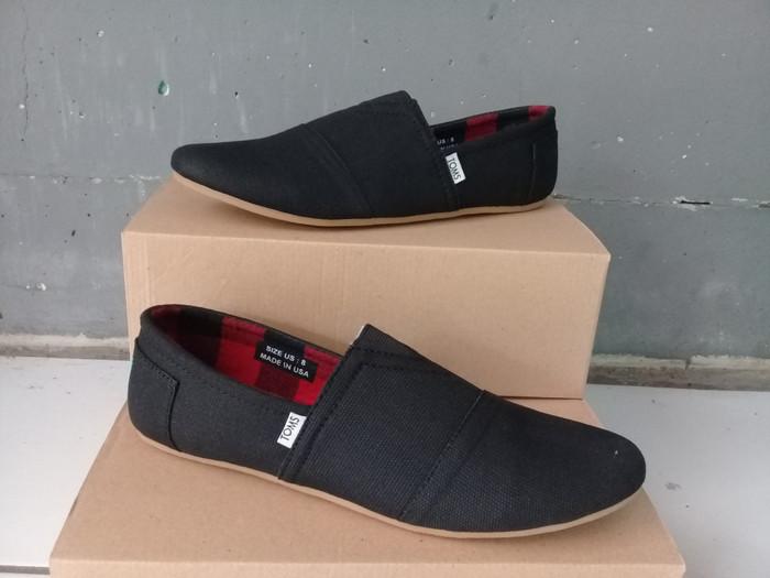 Jual sepatu slip on toms hitam toms sepatu pria - Fadhil Shoes ... badab6054e
