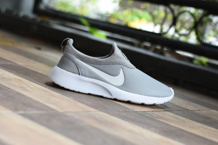 Jual Sepatu Wanita Nike Hrn Model Slip On Tanpa Tali Warna Maron